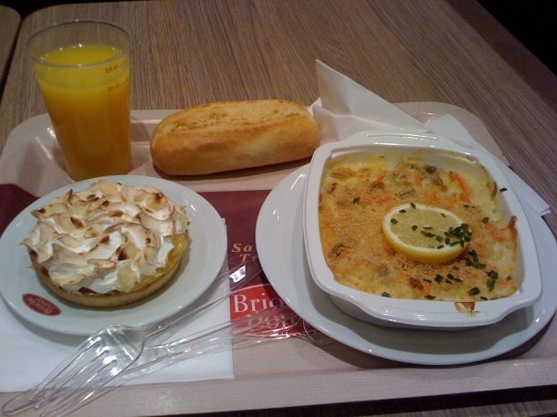 Really good value lunch in La Broiche Doree, a cafe chain.  I got all this and a hot drink for 10 euro.